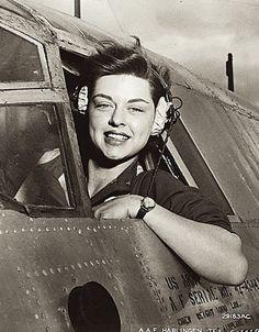 Women AirForce Service pilots (WASP) WWII : une femme pilote de l'US Air Force  http://omaha-2007.skyrock.com/3128910170-les-femmes-pilotes-dans-l-us-airforce-ww2.html