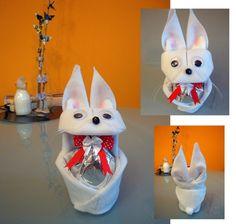 Continuando com a série embalagens. Agora eu dobrei uma embalagem de origami divertida, em forma de coelho, para a Páscoa. Elas poderão ser dobradas com o papel da Filiperson (Papel Decor: coração ) ou com tecido de algodão, tratado com termolina leitosa. E também poderá ser dobrado com feltro (não precisa de tratamento). Foi a minha primeira experiência com esse material. Creio que ficou fofinho, rs. https://yamashitatereza.wordpress.com/2016/02/26/parceria-filiperson-2/