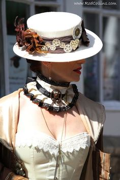 Inspiring idea for a pretty victorian lace collar: I am gonna make this! Just have all that I need: an old lace t-shirt, ribbons and cameo cabochons (instead of hardware supplies:)
