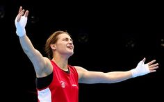 Katie Taylor of Ireland celebrates winning her bout against Sofya Ochigava of Russia during the Women's Fly Boxing final bout on Day Olympic Boxing, Olympic Games, Katie Taylor, Female Boxers, 2012 Summer Olympics, London Places, Olympians, Irish, Celebrities