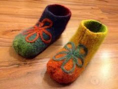 Arkimamman Arkiralli: Huovutetut tossut Baby Shoes, Slippers, Inspiration, Felting, Biblical Inspiration, Baby Boy Shoes, Slipper, Inspirational, Flip Flops
