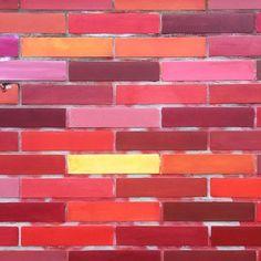 Glasstraße :: Carreau de Cologne #carreaudecologne #tilesofcologne #koelschefliesen #fliesen #tiles #carrelage #ihavethisthingwithtiles #tileaddiction #ihaveathingforwalls #köln #kölle #cologne #glasstrasse #hiddencologne #thisiscologne #koelnergram #365cologne #koelscheecken #liebedeinestadt #kölnarchitektur #colognearchitecture #architecture #facade #texture #minimalism #grid #vscocam #vscogermany #goldmund #cafégoldmund by carreau_de_cologne