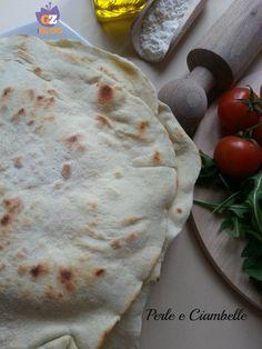 Una ricetta base per avere una piadina da gustare sia calda che fredda! E come farcirla, lo scegliete voi! :)