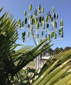 Esthétique, silencieuse et relativement peu encombrante, l'éolienne urbaine en forme d'arbre fut développée en 2011 par la startup parisienne NewWind. Elle prétend couvrir 83 % de la consommation d…