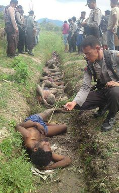 PHOTO: The indigenous people and #Indonesia's occupation forces in #WestPapua 1. #Australia #Melanesia