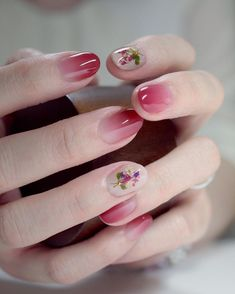 Ombre nails are very trendy now. You can achieve the desired effect by using nail polish of different colors. To help you look glamorous, we have found pictures of beautiful nails. Gradient Nails, Red Nails, Gel Ombre Nails, Ombre Nail Art, Acrylic Nails, Cherry Nails, Cute Nails, Pretty Nails, Nail Art Designs