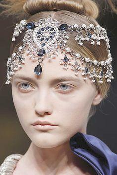 Alexander McQueen -sapphires and pearls