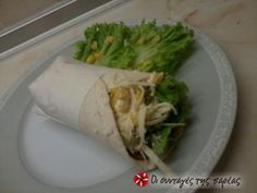 Tortillas with salad Fresh Rolls, Street Food, Sandwiches, Tacos, Mexican, Salad, Tortillas, Cooking, Ethnic Recipes