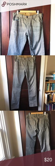 ⭐️ Banana Republic | Gray men's jeans Soft and broken-in gray jeans with a straight, not slim leg. In excellent preworn condition. Button fly. 32 waist x 34 inseam size. No trades or PayPal. Banana Republic Jeans Straight