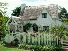 English cottage... oh how I would love to live in something like this one day!
