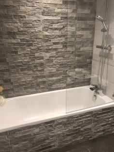 Ribera Grey Slate Effect Wandfliesen – Artsupplies Stone Shower, Shower Tub, Shower Walls, Master Shower, Bad Inspiration, Bathroom Inspiration, Bathroom Ideas, Bathtub Ideas, Bathroom Organization