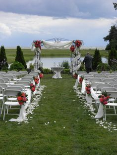 Floral by Renaissance Weddings at Sprucewood Shores Estate Winery.  www.weddingshows.com