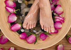 Notre mode de vie moderne effréné malmène tout particulièrement nos pieds. Ils font mal, s'irritent, et nos chaussures sont trop serrées. C'est seulement à la fin d'une journée de travail que nous remarquons parfois à quel point la peau de nos pieds est rugueuse et combien de petites fissures se sont formées. Mais ce problème …
