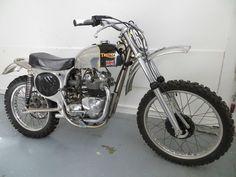 Enduro Vintage, Vintage Motocross, Vintage Bikes, British Motorcycles, Vintage Motorcycles, Motocross Bikes, Motorcycle Gear, Old Bikes, Dirt Bikes