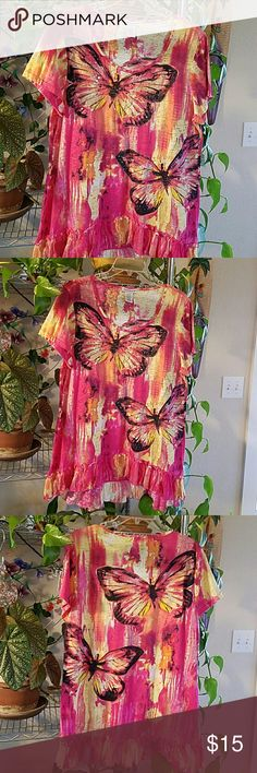 """High-low Short Sleeve Boho Style Top Beautiful High-low boho top with decorative buttetfly pattern embroidered with delicate sequins. 54% cotton  46% polyester  Length front 26""""  back 30"""" Bust 38 Brand new Excellent condition Hannah Tops Tees - Short Sleeve"""