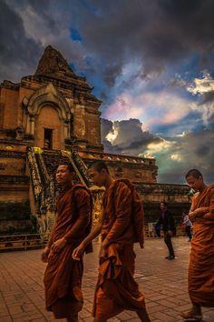 Irisation เมฆสีรุ้ง Chiang Mai Thailand photo by Mark King - Hug birds save earth - Google+