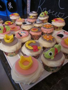 #cupcakes Rapunzel cupcakes     If you like this pin, re-pin or like it :)   http://subjectbase.com