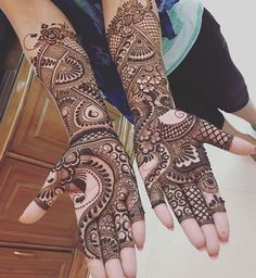 Book your Mehndi Artist now at Bookeventz. We ensure that the potential mehendi artist has the ability to serve the numerous guests at the function with his / her skills and expertise. Pick a design and leave it on our Mehendi Expert! Indian Mehndi Designs, Mehndi Designs 2018, Mehndi Designs For Girls, Modern Mehndi Designs, Mehndi Design Pictures, Wedding Mehndi Designs, Mehndi Images, Mehndi Designs Front Hand, Engagement Mehndi Designs