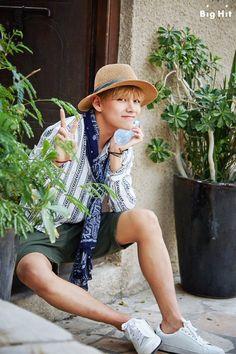 v taehyung bts Bts Taehyung, Bts Got7, Jhope Bts, Bts Bangtan Boy, Kota Kinabalu, Dubai, Billboard Music Awards, Bts Summer Package 2016, Summer 2016