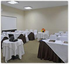 REUNIONES & EVENTOS: Radisson Iquique cuenta con 2 salones para reuniones y eventos. La banquetería ofrece en su carta variedad de alternativas para Desayunos, Coffee Break, Almuerzos de trabajo, Cocktails y Cenas. Además cuenta equipos audiovisuales disponibles para arriendo.