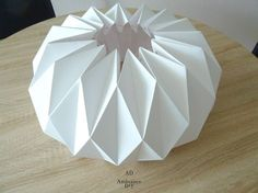 Practical guide to make a lampshade origami Guide to Reali . Origami Design, Diy Origami, Origami Guide, Origami Lampshade, Make A Lampshade, Origami Star Box, Origami Love, Origami Folding, Paper Folding