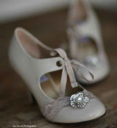 http://ellendean.hubpages.com/hub/Wedding-Shoes-Retro-Vintage-to-Classic-Styles