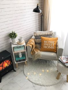 Bedroom Nook, Small Room Bedroom, Room Decor Bedroom, Home Bedroom, Small Sitting Rooms, Pinterest Room Decor, African Home Decor, Colourful Living Room, Home Decor Kitchen