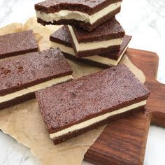 Hjemmelavede mælkesnitter – Side {{ page }} – Mummum. Gourmet Recipes, Baking Recipes, Cake Recipes, Dessert Recipes, Danish Dessert, Danish Food, Sweet Desserts, Sweet Recipes, Yummy Snacks