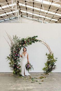 modern floral circle arch wedding backdrop ideas