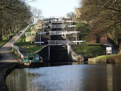 5 Rise Locks - Leeds to Liverpool Canal at Bingley (March 2011)