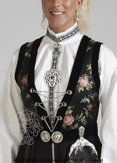 Sognebunad til dame - BunadRosen AS Folk Costume, Costumes, Traditional Outfits, Genealogy, Color Inspiration, Norway, Style Me, That Look, Fashion Dresses
