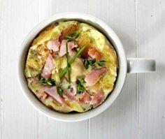 Você prepara uma linda quiche de presunto na caneca com 1 minuto e 10 segundos no micro-ondas. http://www.buzzfeed.com/florapaul/receitas-na-caneca#.kgM9BvZMP