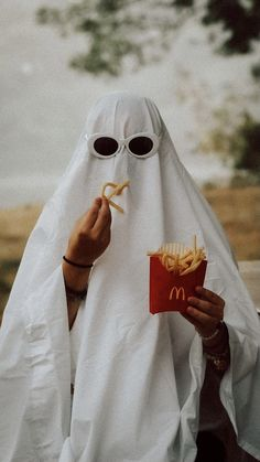 Ghost Photography, Halloween Photography, Photography Poses, Best Friend Pictures, Friend Photos, Aesthetic Photo, Aesthetic Pictures, Photos Folles, Photo Halloween