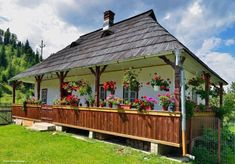 ro: Case in stil traditional romanesc - cele mai frumoase poze Outdoor Areas, Outdoor Structures, Storybook Homes, Traditional House, Wonderful Places, Warm And Cozy, Decoration, Building A House, Beautiful Homes
