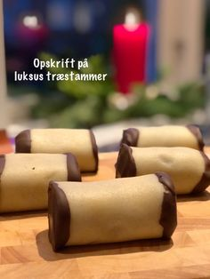 Luksus træstammer | Opskriften på vanvittig lækre træstammer med revet marcipan og chokolade fyld. Danish Cake, Danish Dessert, Peanut Butter Desserts, Cookie Desserts, Just Desserts, Danish Cuisine, Danish Food, Cake Recipes, Real Food Recipes