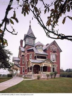 Queen Anne Victorian by Victorian Architecture, Beautiful Architecture, Beautiful Buildings, Beautiful Homes, Architecture Design, Victorian Style Homes, Victorian Era, Villa, Old Mansions