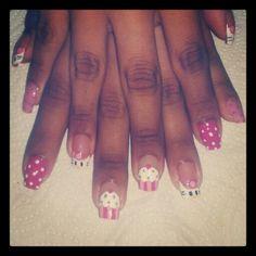 Diseño de uñas hello kitty & cupcake #uñas #diseñodeuñas #nails #hellokitty #kitty #cupcake #COSTARICA