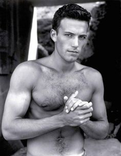 Some vintage shots of Ben Affleck shirtless. Casey Affleck, Young Ben Affleck, Batman Vs Superman, Jennifer Garner, Ben Afleck, Beautiful Men, Beautiful People, Gorgeous Guys, Actrices Hollywood