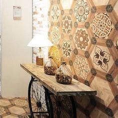 mesa hecha de cajas de vino recicladas y podemos guardar las botellas de vinou cucciolo pinterest mesas muebles y vinos
