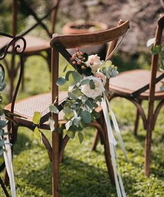 """""""Mi piace"""": 249, commenti: 9 - WEDDING PLANNER IN ITALY (@eventoile) su Instagram: """"Ceremony setup with a beautiful mix of chairs to create the perfect atmosphere and a cozy boho…"""""""