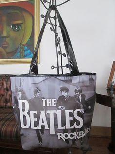Cartera Beatles RockBand Dimensiones: 48x36cm