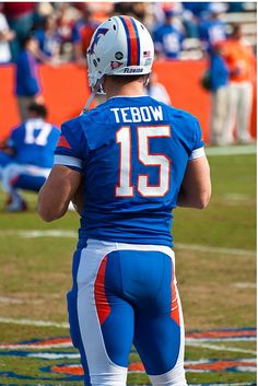"tebowgatorworld: "" I LOVE these Gator pants…vs FSU "" Football Uniforms, Football Fans, College Football, Tim Tebow Girlfriend, Florida Gators Football, American Football Players, Cute Teenage Boys, Muscle Men, Rugby"