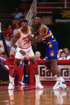 Dikembe Mutombo & # 34 The Dream Nba Basketball, Basketball Skills, Basketball Leagues, Basketball Pictures, Basketball Legends, Basketball History, Hakeem Olajuwon, Nba Stars, Sports Stars