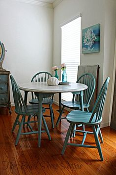 Creating a Driftwood Finish on a Laminated Table Cheap thrift store furniture can be transformed St Thrift Store Furniture, Diy Furniture Easy, Refurbished Furniture, Repurposed Furniture, Cheap Furniture, Furniture Makeover, Painted Furniture, Furniture Ideas, Furniture Removal