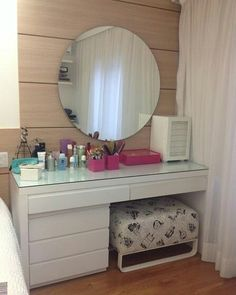 """817 Likes, 12 Comments - Arquitetura e Design ❥ (@mar.arquitetura) on Instagram: """"Penteadeira com espelho redondo. #archilovers #archdaily #arquitetura #house #decoração #decorar…"""""""