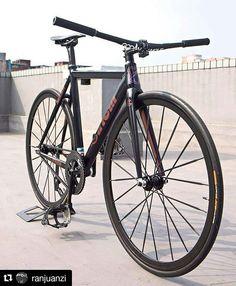#Repost from @ranjuanzi -  @cinelli_official x @mashsf #fixedlife #fixedgear #cinellifamily #cinellihistogram #hizokucycles  HizokuCycles.com