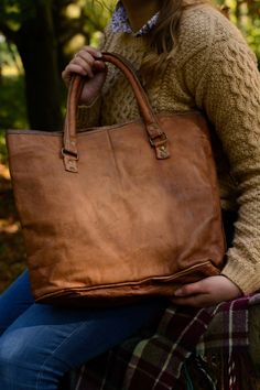 Brown natural goat leather slouch, shopper, tote handbag fairtrade and handmade. Slow Fashion.