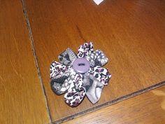 P'tit Bouchon, Nath & Cie: novembre 2011 1 broche fleur kazanschi, faite une bonne amie nimoise, dont je n'ai d'ailleurs plus de nouvelles...