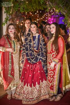Always Look Great With These Wonderful Fashion Tips – Designer Fashion Tips Pakistani Formal Dresses, Pakistani Wedding Outfits, Wedding Dresses For Girls, Pakistani Dress Design, Pakistani Wedding Dresses, Bridal Outfits, Indian Dresses, Shadi Dresses, Bridal Anarkali Suits
