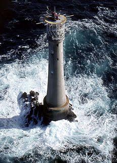 La isla más pequeña del mundo (Bishop Rock, slas Scilly, Gran Bretaña) y su espléndido faro